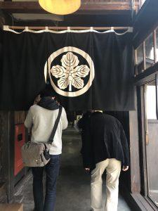 鈴木酒造店 工場内へ入るところ