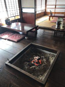 川内村 蕎麦酒房 天山店内の囲炉裏