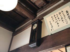 川内村 蕎麦酒房 天山店内の振り子時計
